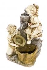 Suihkukaivo Tyttö ja poika kaivolla